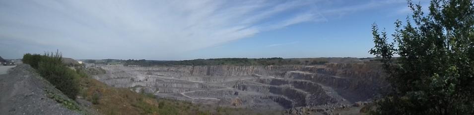 9fd666d955b78c Située chemin du Moulin, la carrière de calcaire CCM (Comptoir Calcaire et  Matériaux) s étend sur un site de plus de 100 ha dont 40 ha d excavation.